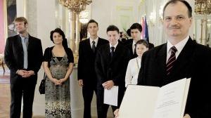Csaba Cservák, der korrupte Staatsbeamte mit der Balla-Familie