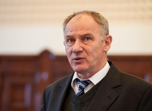 a rémült Szabó püspök